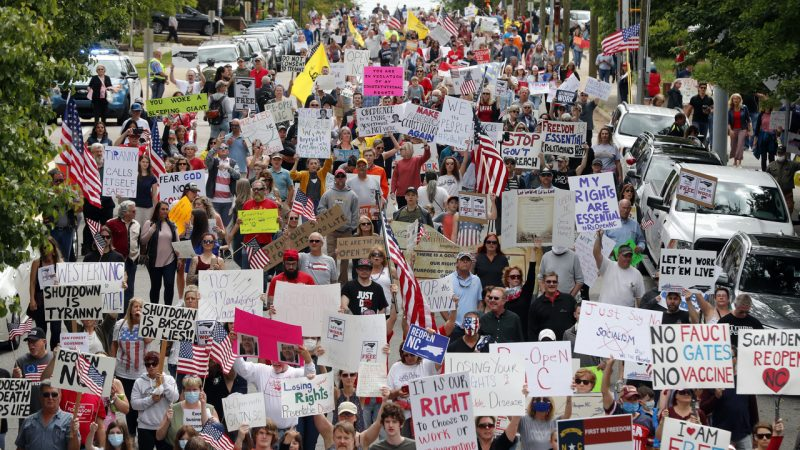 Peninjuk perasaan berarak protest COVID-19